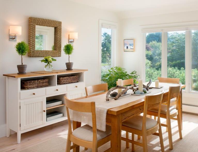 wohnzimmer design beispiele und einrichtungsideen mit sideboard holz und massiv-esszimmertisch holz mit coole Tischdeko