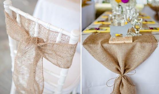 tisch decken mit tischl ufer aus sackleinen und gelben stoffservietten freshouse. Black Bedroom Furniture Sets. Home Design Ideas