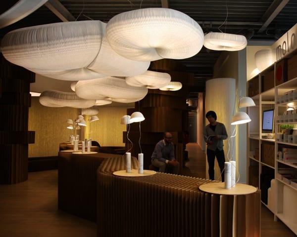 mobile trennwandsysteme aus kraftpapier und moderne pendellampen weiß aus papier als coole einrichtungsidee
