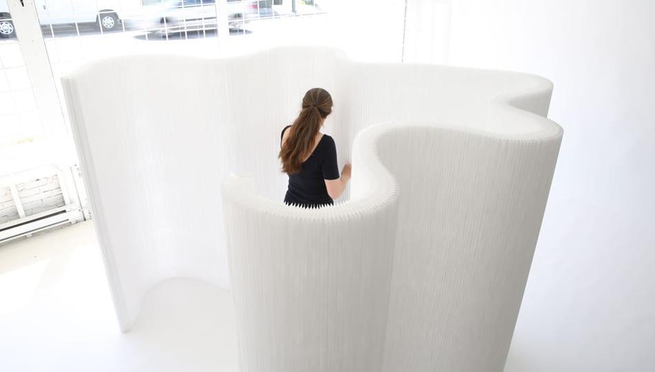 kreative raumteiler ideen mit weißen Kraftpapier-trennwänden