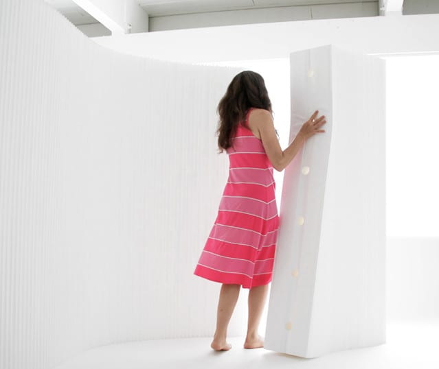 mobile trennwände weiß und coole raumteiler ideen mit trennwandsystem aus kraftpapier und tyvek