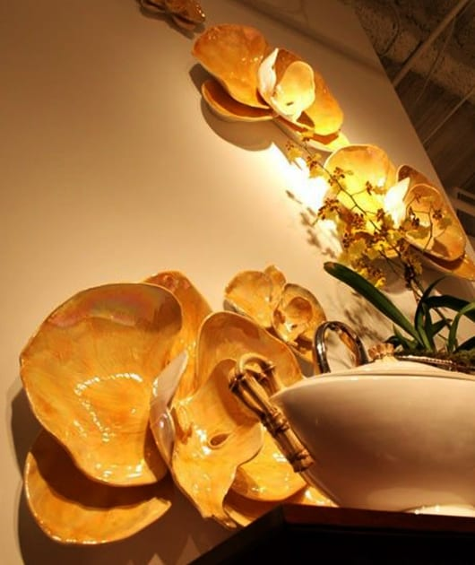 gelbe orchideen für moderne wandgestaltung mit farbe und interessante dekoiidee für wohnzimmer