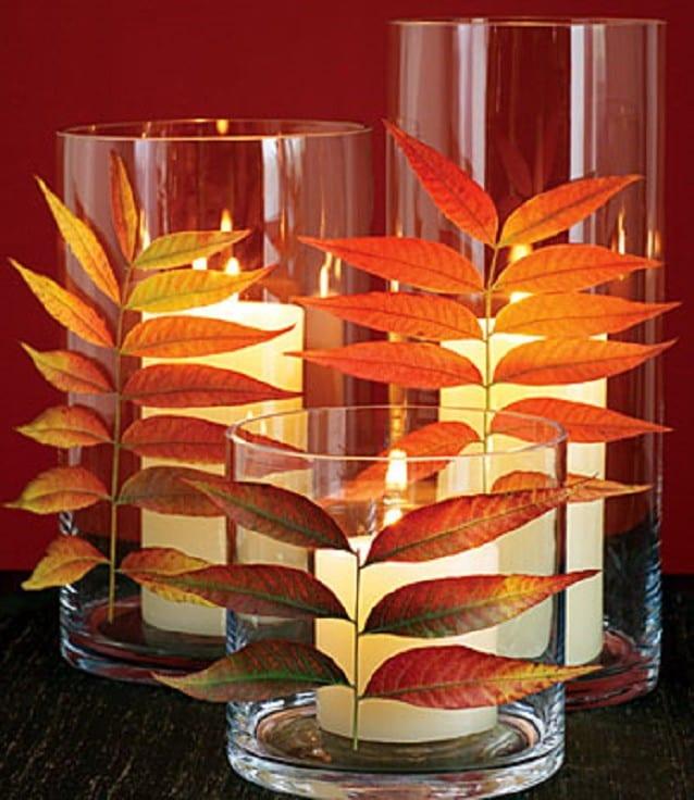 herbstdeko selber machen mit kerzenhalter aus glas und blätter bäume
