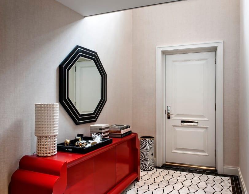 modernes interieur für moderne höuser und wohnidee flur mit spiegelrahmen oktagonal in schwarz und bodenfliesen weiß und schwarz