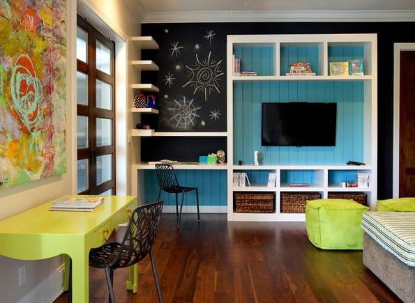 kreative einrichtungsideen und streichen ideen für jugendzimmer mit wandfarbe schwarz und blau und jugedzimmer einrichten mit eingebauten regalen weiß und schreibtisch grün