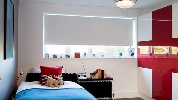coole zimmer ideen f r jugendliche und modernes jugendzimmer einrichten mit schrank wei und rot. Black Bedroom Furniture Sets. Home Design Ideas