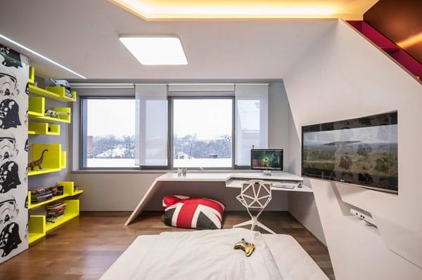 moderne und minimalistische kindezimmer mit designer-schreibtisch weiß und graue wandfarbe mit gelben wandregalen