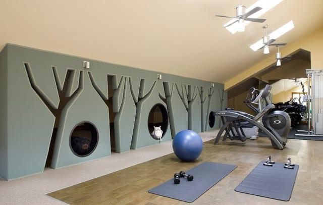 kreative und moderne wandgestaltung für einen fitness raum zuhause