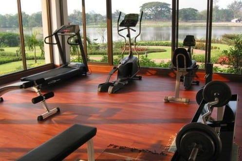 fitnessstudio zu hause einrichten mit panoramafenstern zum ...