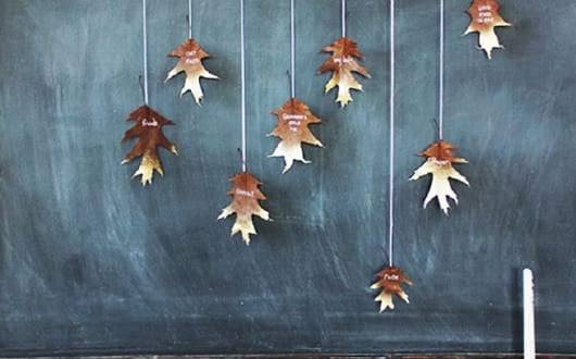 herbstdeko-basteln-mit-bäume-blättern-als-kreative-wandgestaltung ...