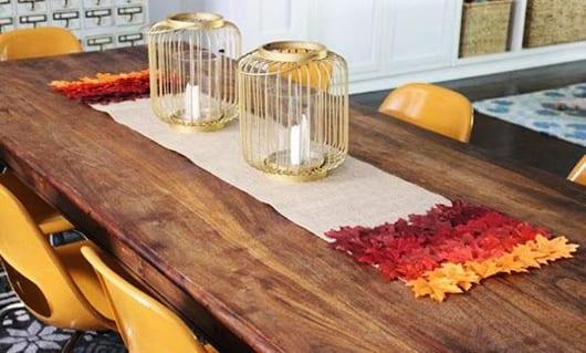 herbstdeko selber machen und coole herbst tischdeko für esstisch massiv holz mit gelben esszimmerstühlen