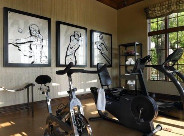 kreative wandgestaltung mit sport-bildern für fitness zu hause