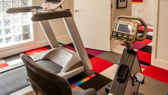 kleines fitnessstudio zu hause einrichten freshouse. Black Bedroom Furniture Sets. Home Design Ideas