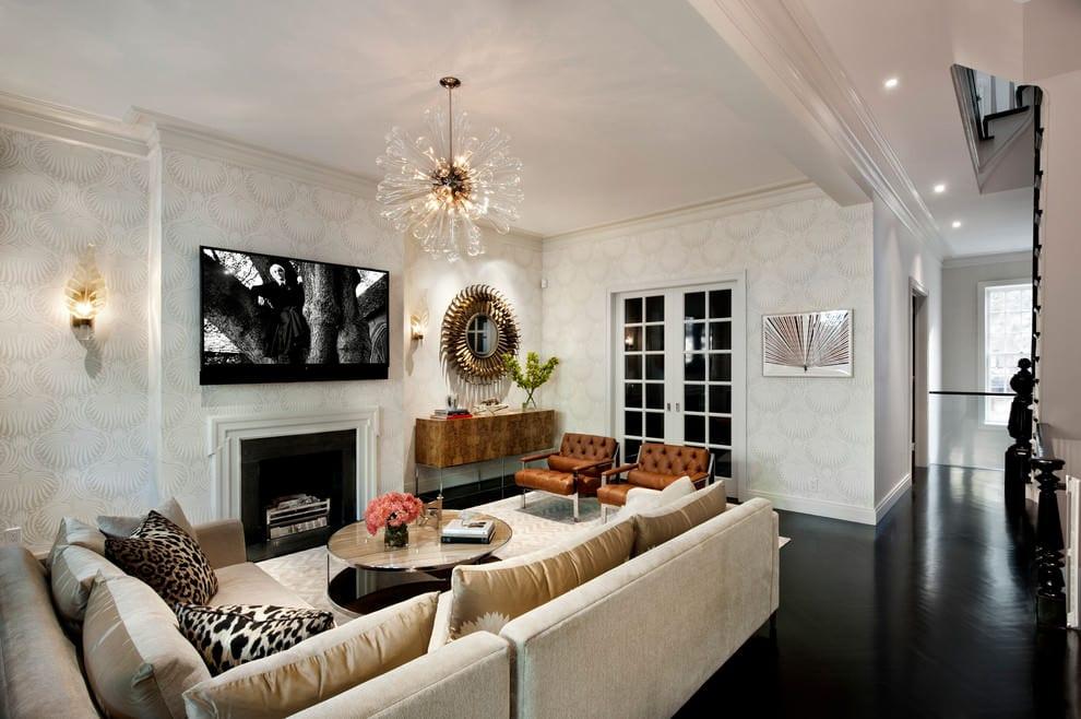 wohnzimmer design mit ecksofa beige und ledersessel braun auf schwarzem bodenbelag