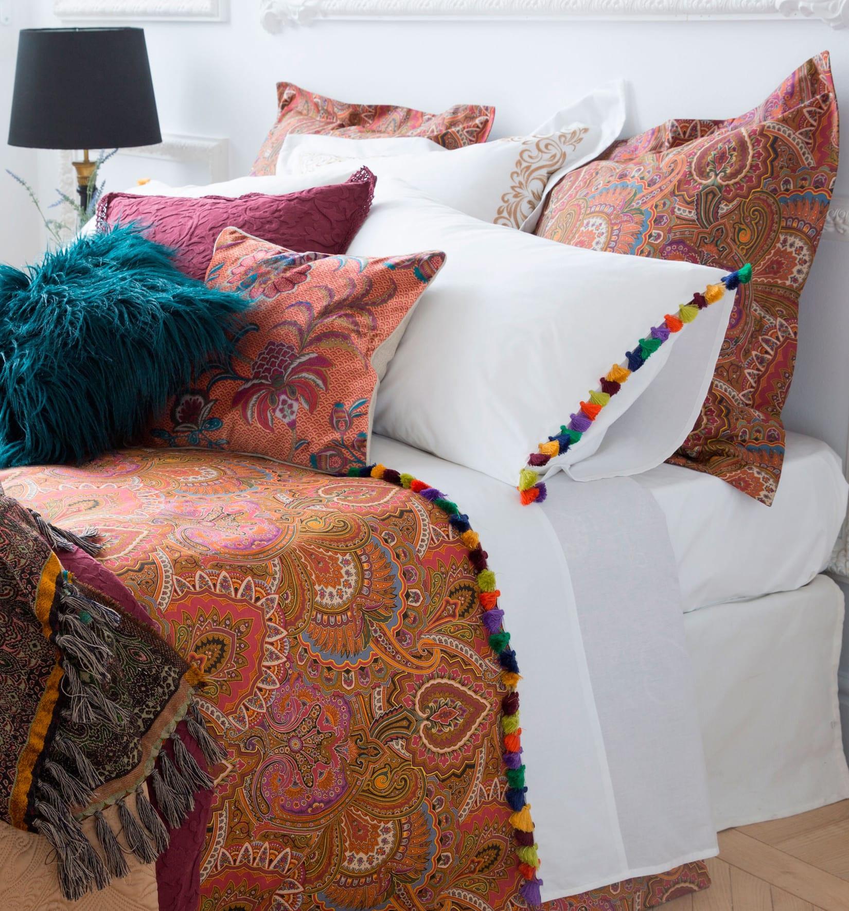 schlafzimmer gestalten mit zara bettwäsche weiß mit troddel