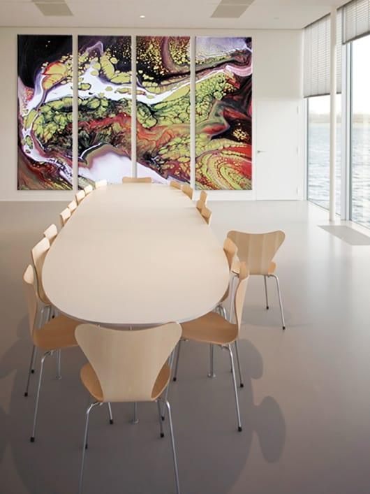 wandgestaltung-ideen-für-moderne-und-kreative-wandgestaltung-mit-farbe-im-Büroraum