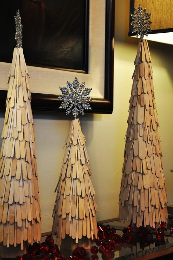 schöne weihnachten ideen für dekoration weihnachten mit dekorativen christbäumen aus holz