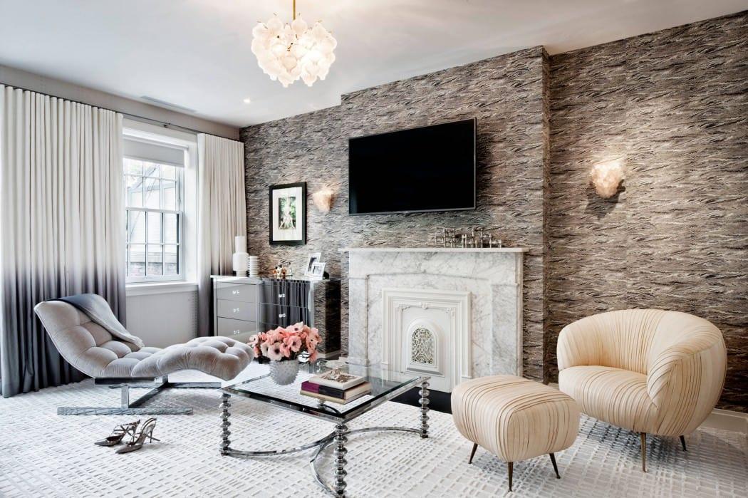 modernes schlafzimmer einrichten mit louge-liege grau und otoman sessel mit hocker in beige