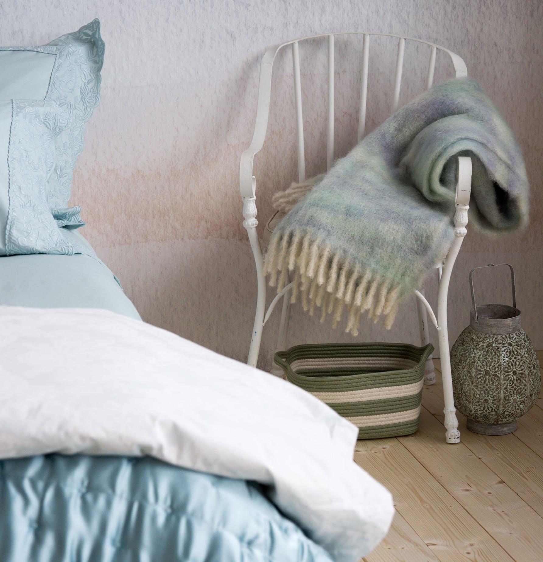 schlafzimmer gestalten in blau mit zara home bettwäsche und zara decke aus mohair