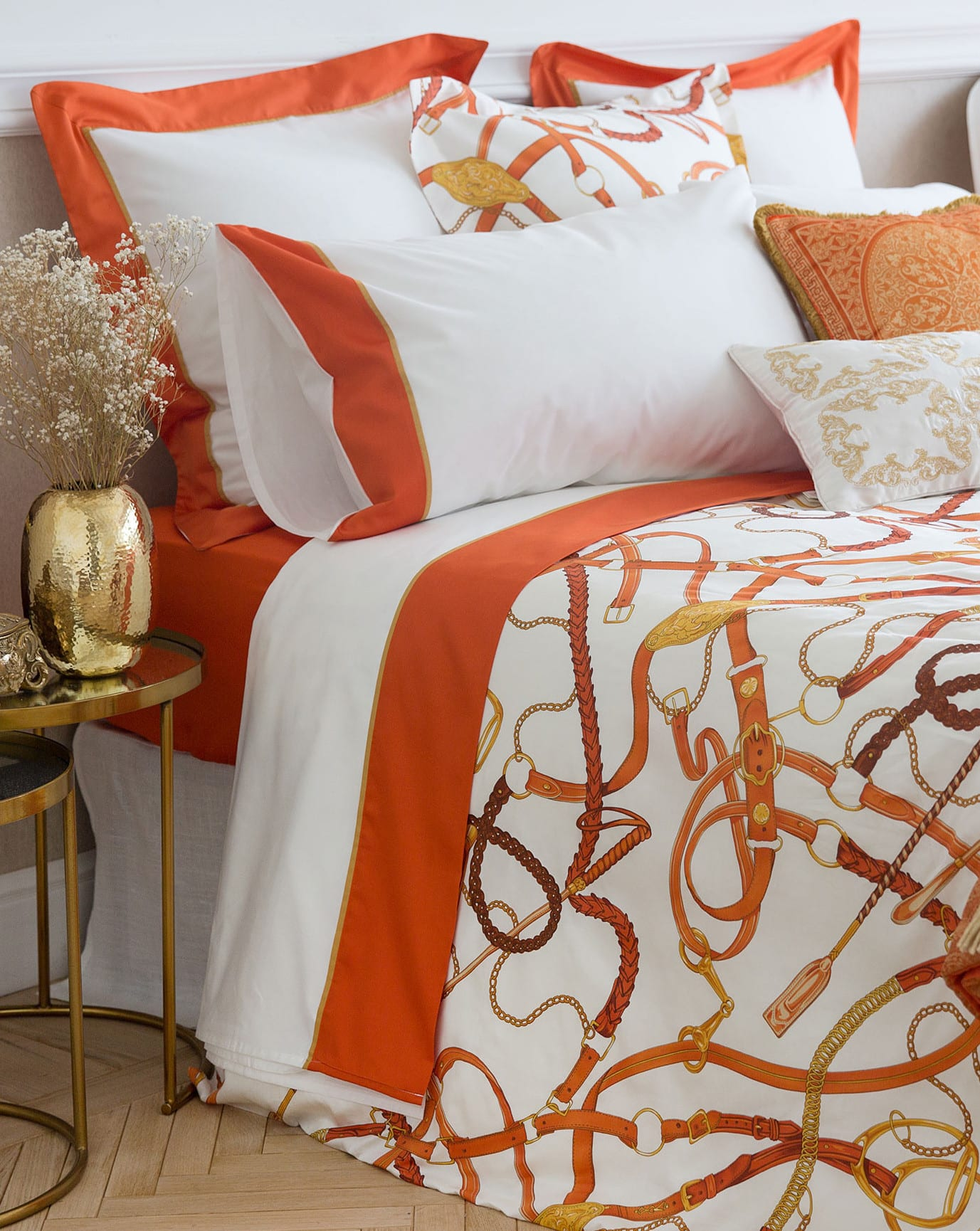 moderne schlafzimmer einrichten und gestalten in gold und orange mit zara home bettwäsche