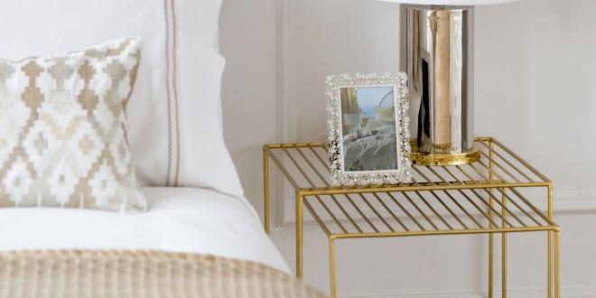 zara home schlafzimmer einrichten mit zara bettw sche und designer nachttisch in gold und. Black Bedroom Furniture Sets. Home Design Ideas