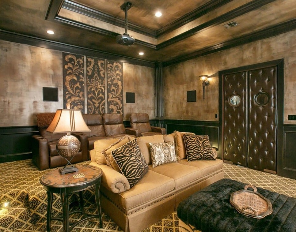kreative wandgestaltung wohnzimmer und coole wandstreichen techniken mit wandfarbe braun für modernes wohnzimmer design mit ledertür und polstersofa beige mit holztisch rund