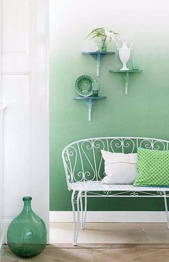 moderne wandgestaltung in grün durch farbverlauf