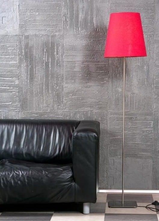 wohnzimmer pink grau:modernes wohnzimmer design mit stehlampe pink und ledersofa schwarz
