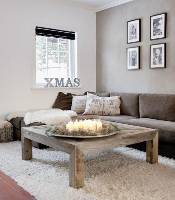 wohnzimmer weihnachtlich dekorieren mit kerzen_kleines wohnzimmer mit ecksofa braun und akzentwand mit wandfarbe grau und couchtisch holz