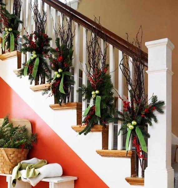 treppenheländer und treppenraum weihnachtlich dekorieren