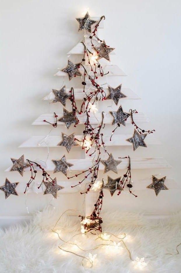 bastelideen weihnachten für weihnachtsbaum alternative aus holzbrettern und sternen