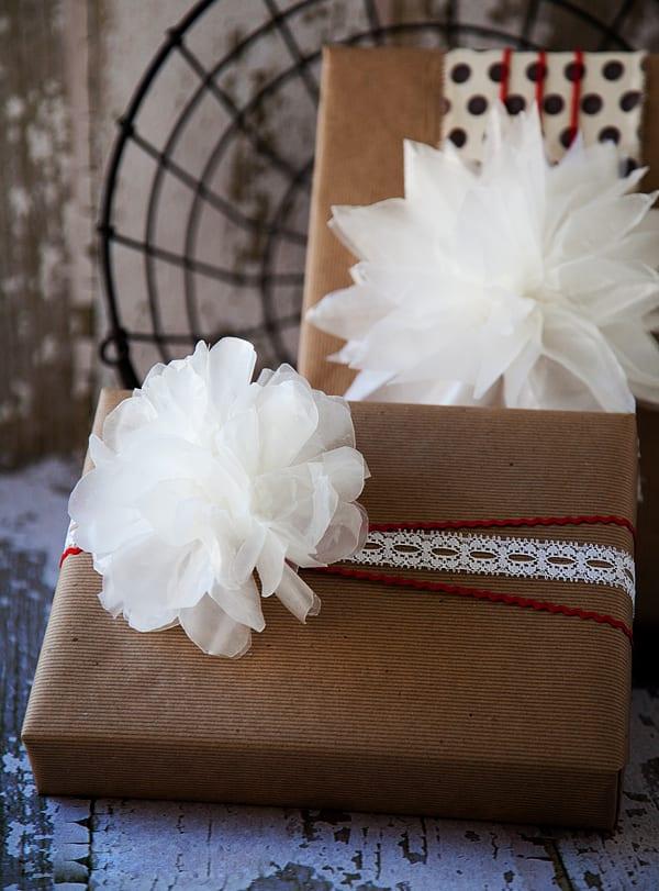 geschenkverpackung mit diy-papierblumen