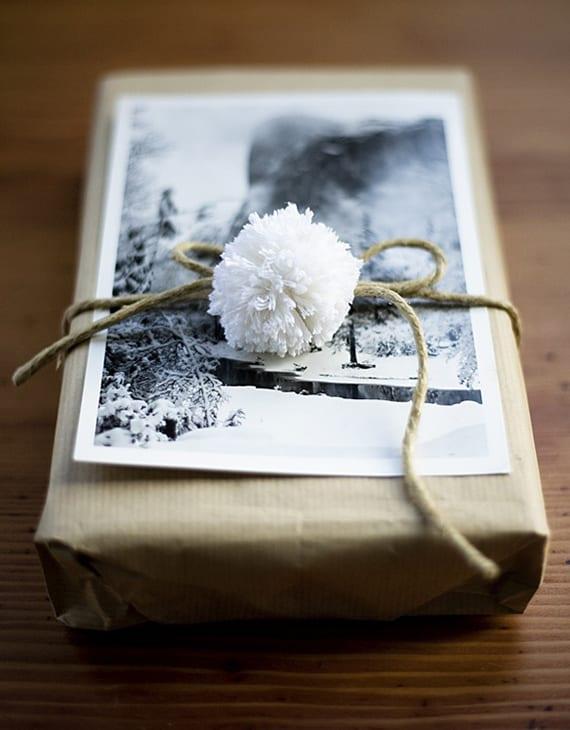 geschenk verpacken kreativ und schnell mit postkarten oder fotos