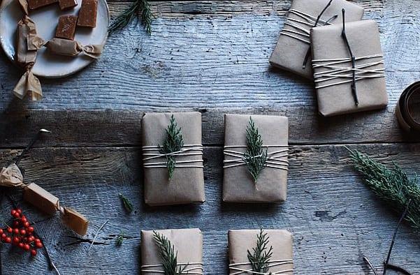 geschenke schnell und weihnachtlich verpacken_coole idee für einfache geschenkverpackung