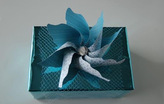 DIY-Windrad zum geschenk verpacken als coole idee für kreative geschenkverpackung zum selbermachen