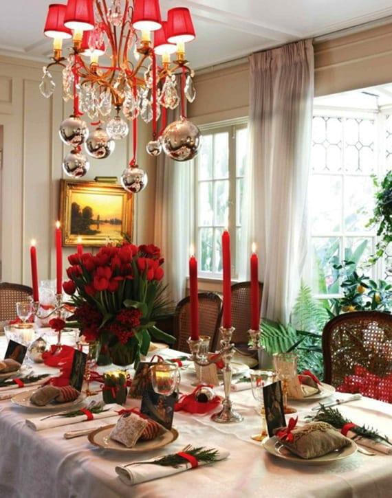 weihnachtliche tischdekoration in rot und coole tischplatz dekoidee