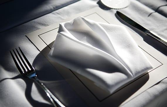 serviettentechnik zum stoffserviette falten als smoking