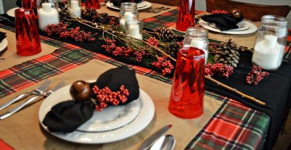festliche tischdeko ideen zu weihnachten mit schwarzen servietten