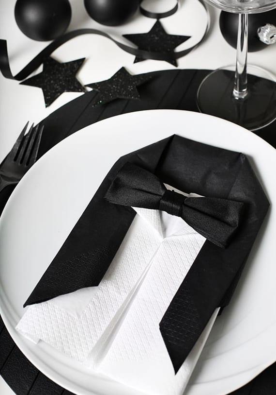 smoking servietten falten aus papierservietten für tischplatzdeko und festliche tischdeko weihnachten