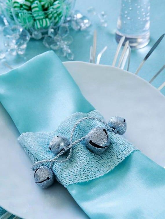 servietten falten und serviettentechnik für festliche tischdeko in blau