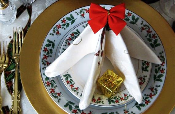 kreative dekoideen für weihnachtliche tischdekoration und servietten falten ideen