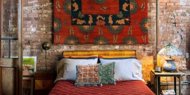 50 schlafzimmer ideen im boho stil klassisches holzbett und kreative wandgestaltung schlafzimmer. Black Bedroom Furniture Sets. Home Design Ideas