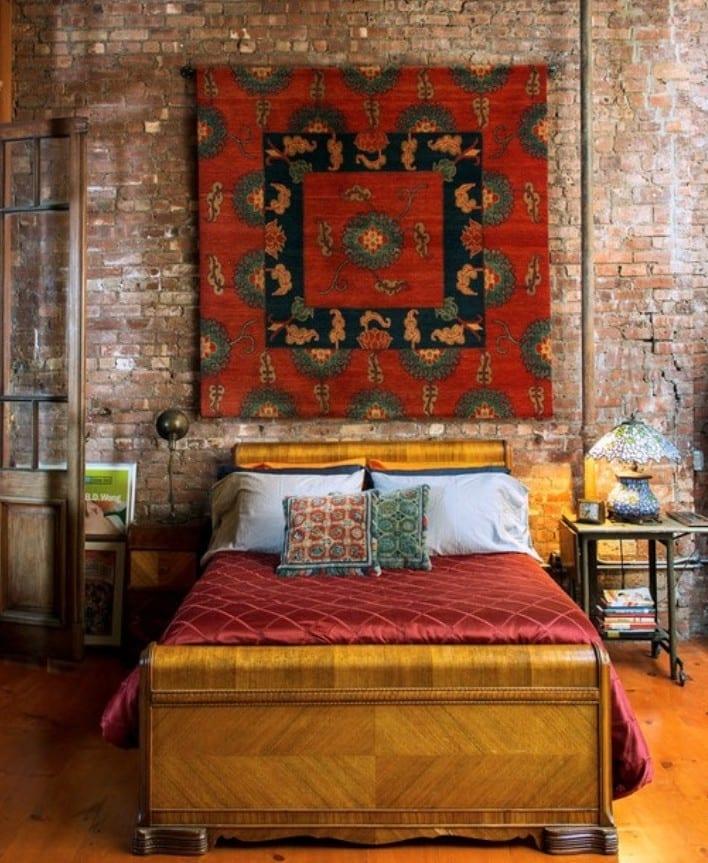 schöner wohnen schlafzimmer einrichten in Loft-Wohnung mit Ziegelmauern und echten Holzfußbodenbelag_inspirationen für moderne schlafzimmer gestaltung in bohemian style