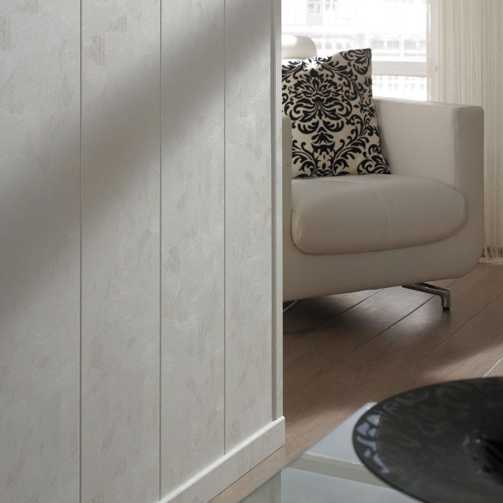 moderne wandpaneele aus holz für kreative und moderne wandgestaltung_zimmer einrichten mit armsessel aus leder weiß und laminatboden