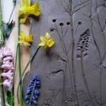 blumen fossile als kreatives geschenk und moderne wandgestaltung_coole bastelideen mit gips und blumen
