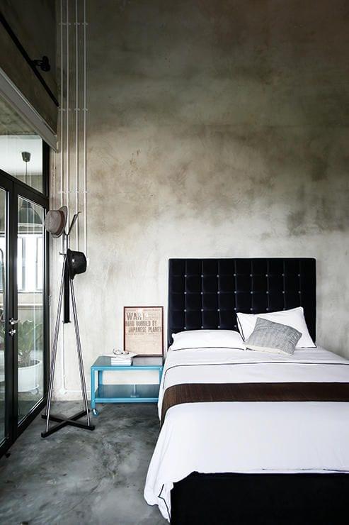 industrial style im schlafzimmer als coole wohnidee schlafzimmer mit beton wand und estrich als bodenbelag