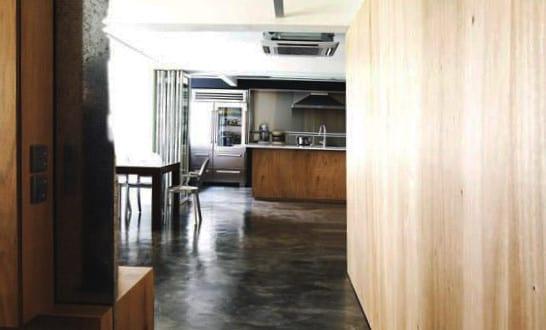 estrich in schwarz der fu boden im industrial style f r moderne wohneinrichtung mit. Black Bedroom Furniture Sets. Home Design Ideas