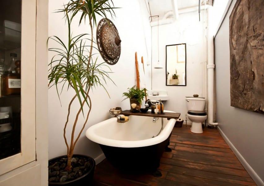 kleines badezimmer gestalten mit pflanzen und holzfußboden