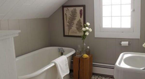 kleine und moderne badezimmer mit badewanne uner dachschr ge streichen ideen badezimmer mit. Black Bedroom Furniture Sets. Home Design Ideas