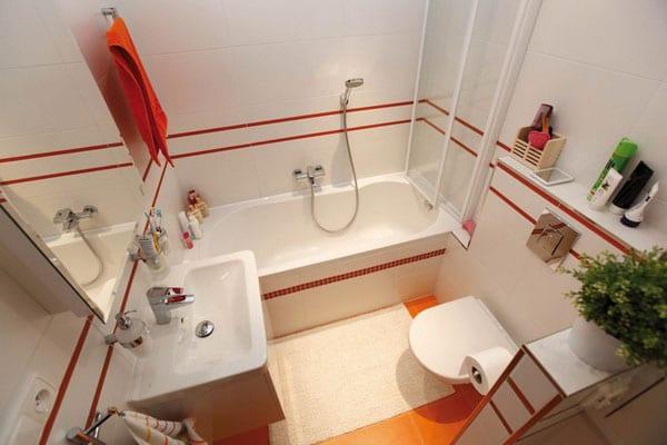 badezimmer flisen ideen in rot und weiß für kleine badezimmer mit badewanne